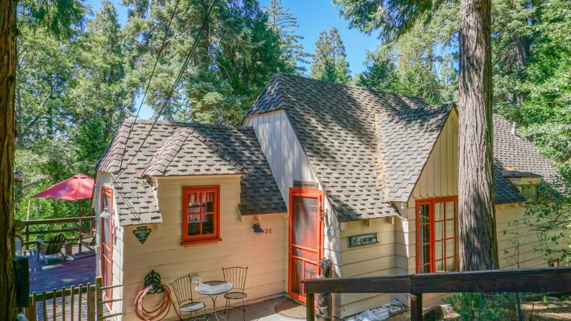 LAKE VIEW! Shabby Chic, Romantic,Charmer.Beach club. Perfect for 2-4,bring Fido!, alquiler de vacaciones en Lake Arrowhead