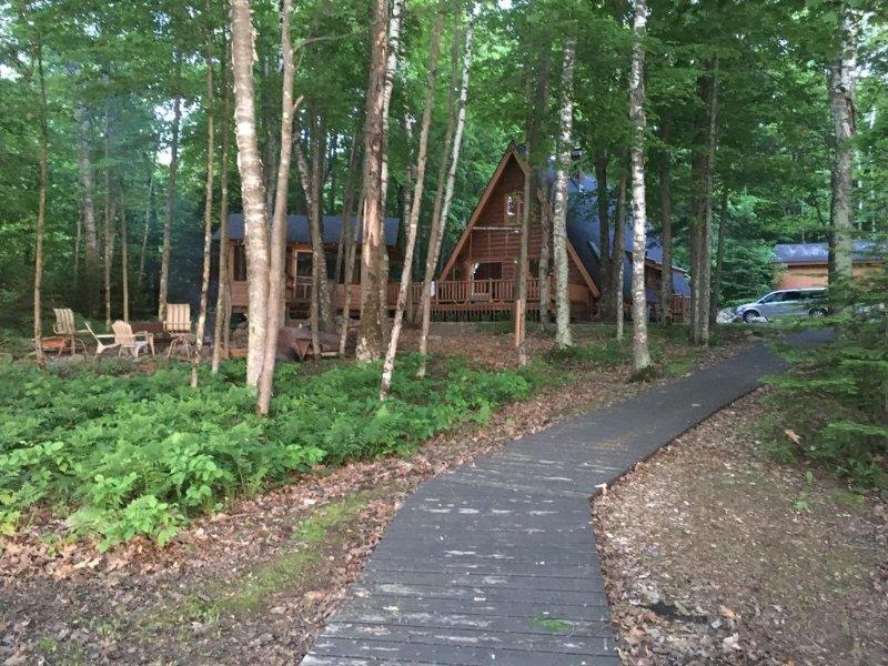 Loon Lodge-  Lakefront Cottage on Enterprise Lake, vacation rental in Summit Lake