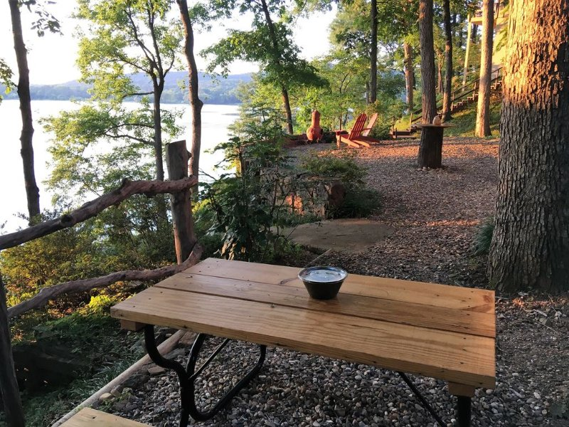 New secluded cottage on Spencer Bay,  Lake Catherine,  minutes to track & town, vacation rental in Hot Springs