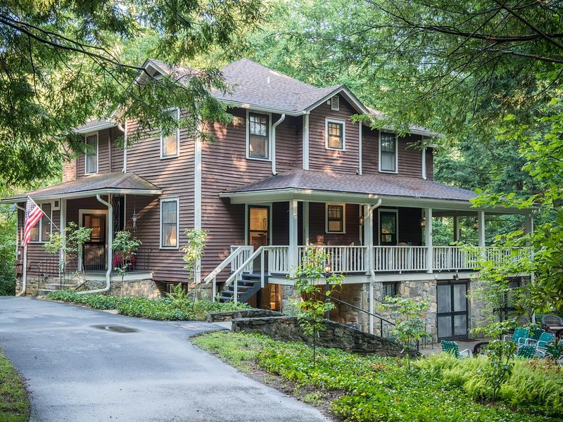Spacious Retreat  ** Unique property **  perfect for up to 20 guests, holiday rental in Montreat