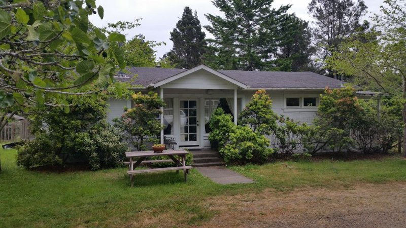 Lovely 1920's Farmhouse - Family And Pet Friendly, vacation rental in Mendocino County