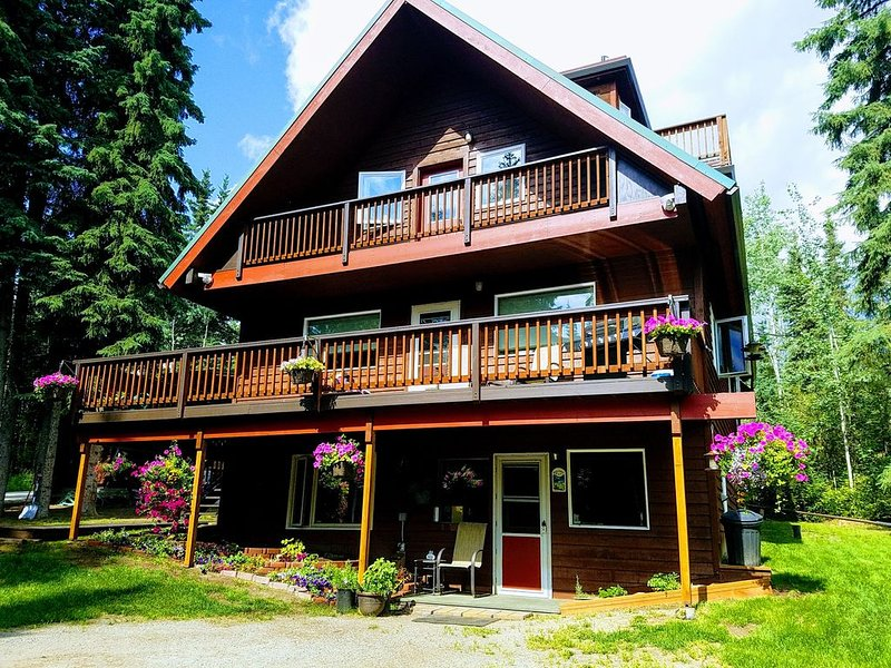 Private Wooded Setting, Comfortable, Convenient and 43- 5 STAR REVIEWS & Auroras, holiday rental in Fairbanks