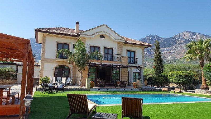 Large Luxury Villa With Private Swimming Pool In Lapta, North Cyprus., alquiler de vacaciones en Lapta