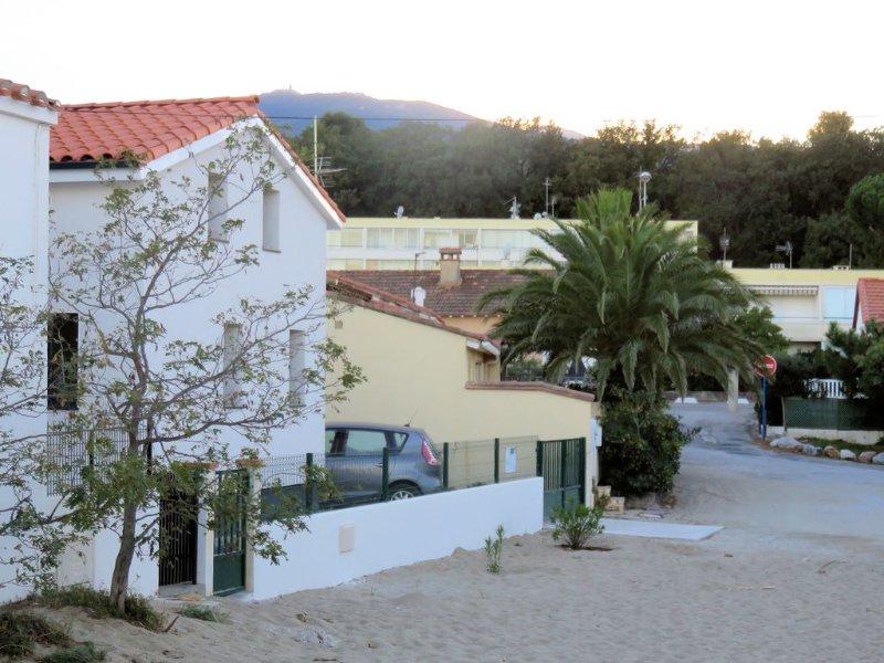 Maison sur le sable! 50 mètres de l'eau., aluguéis de temporada em Argeles-sur-Mer