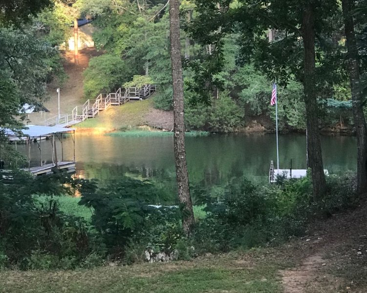 Lakefront Lodge: Private Dock, Great Fishing, Boating, & Comforts of Home, vacation rental in Eufaula