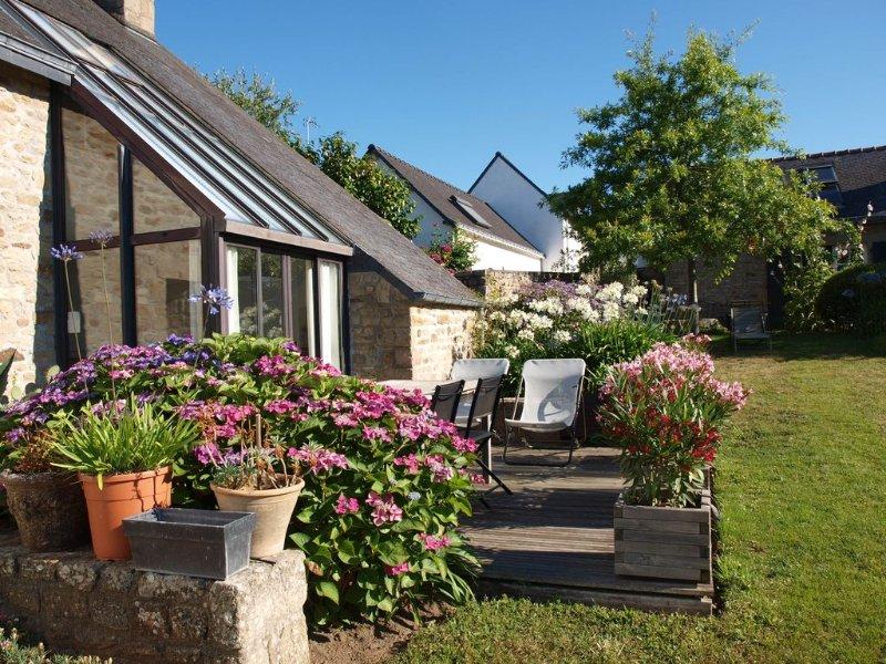 Maison ancienne restaurée, lumineuse, vue sur mer pour 4 personnes., location de vacances à Morbihan