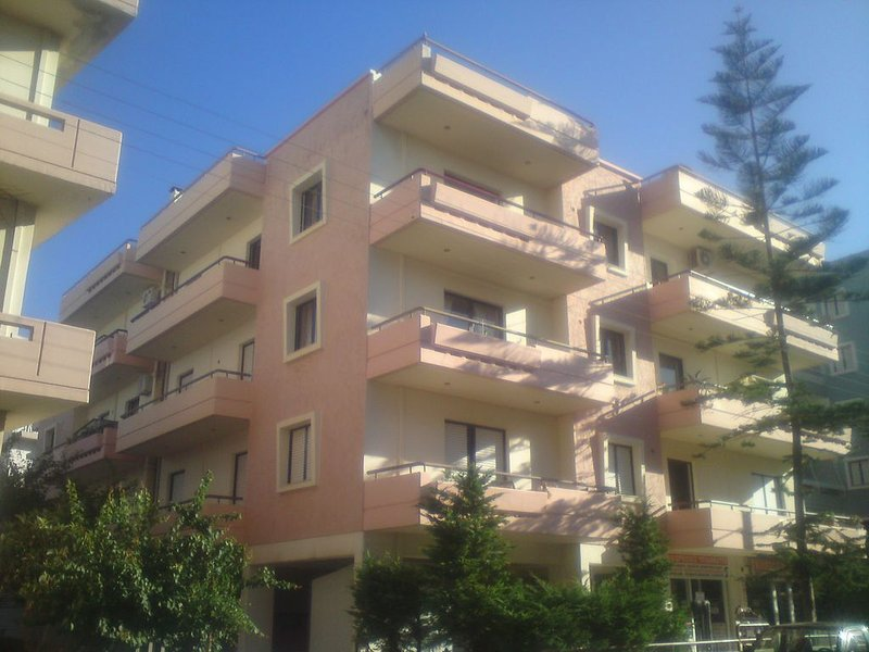 3 Bedroom Apartment Close to the Center and 2Km to the beach, alquiler vacacional en Heraklion