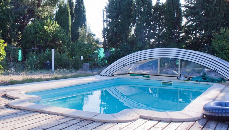 Solar-heated pool. Peaceful, close to nature/attractions. Also a Wellness Centre, holiday rental in Blomac