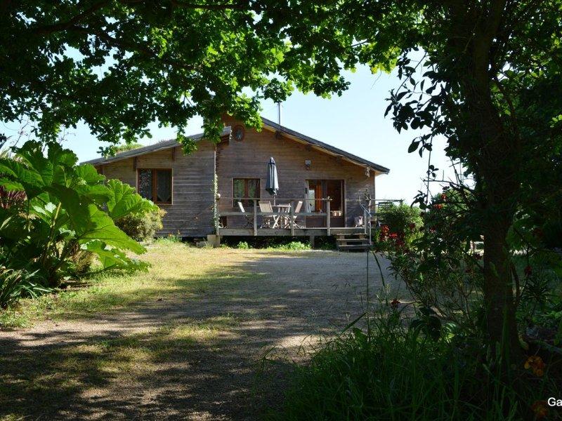 Chalet - Tréduder, vacation rental in Ploumilliau