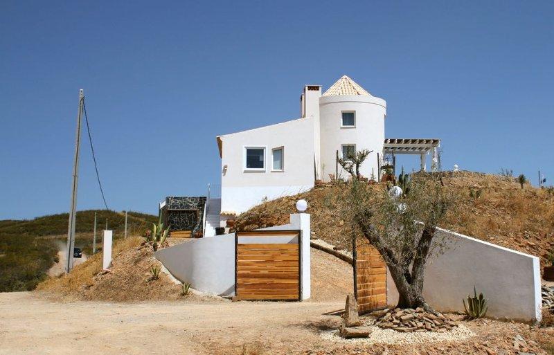 Modernes Ferienhaus mit Meerblick in unberührter Natur an der Algarve, Ferienwohnung in Carrapateira