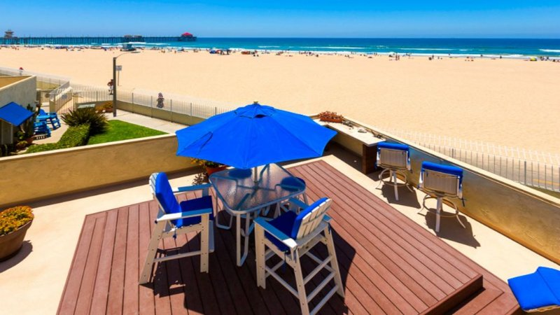 Beach Front Surf City Huntington Beach - Walk to Pier - Whitewater View, location de vacances à Huntington Beach