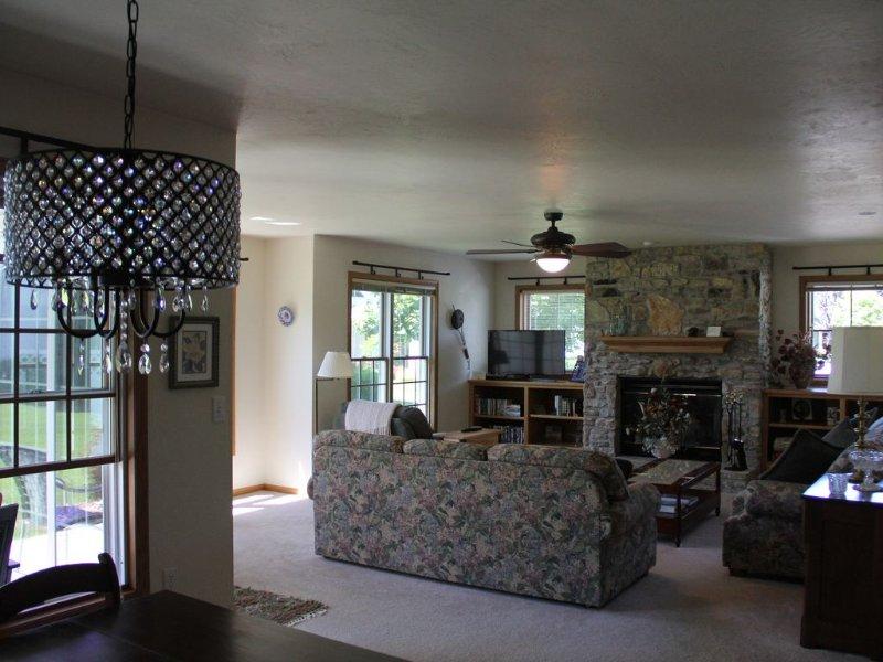 Summer of 2020 rentals- $1400 per week off season 160 per night, holiday rental in Egg Harbor