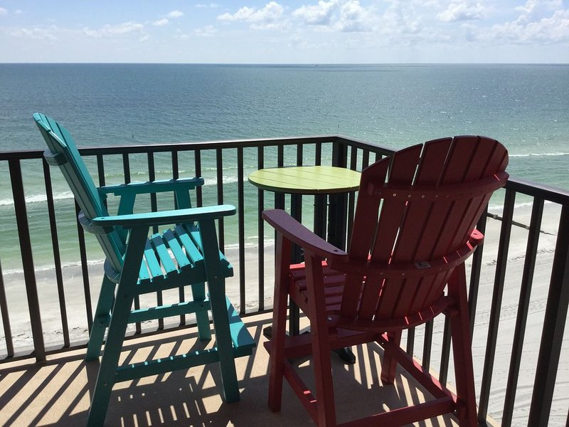Beach-Front Condo With 180-degree Views Of The Gulf Of Mexico, holiday rental in Madeira Beach