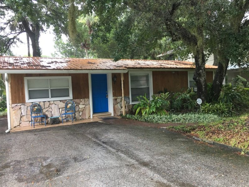Quaint Waterfront Cottage-75 Ft. Boat Dock, vacation rental in Homosassa