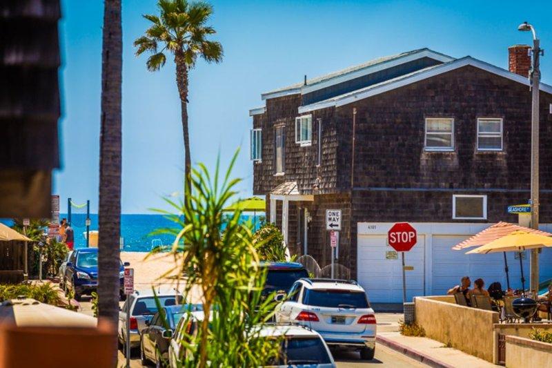 Stunning Condo, Only Steps to Beach w/ Outdoor Living Space, alquiler de vacaciones en Newport Beach