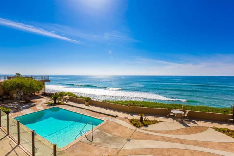 Del Mar Oceanfront Condo w/ Balcony, Close to Track, vacation rental in Solana Beach