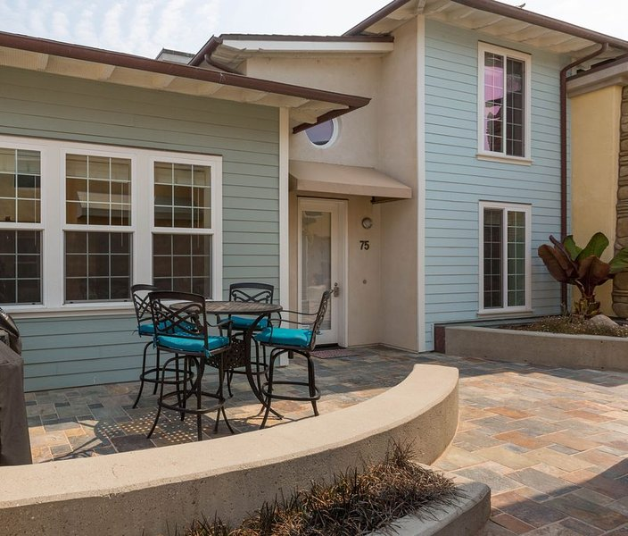 SURF IN, SURF OUT ~ LARGE condo, Steps to Beach + Parking, Family Fav, location de vacances à Avila Beach
