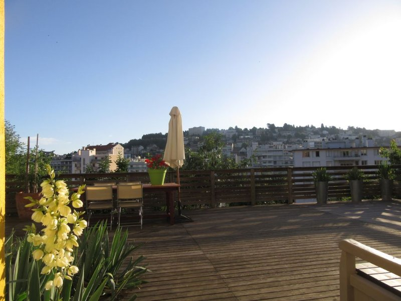 INDEPENDENT STUDIO IN PEACE OF 37 M2 WITH TERRACE, holiday rental in Aurec-sur-Loire