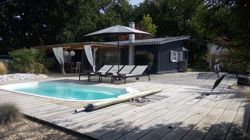 Maison de charme 8 pers, Piscine BALNEO chauffée, holiday rental in Queyrac