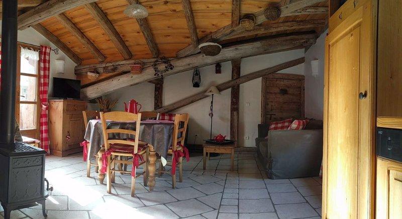 Chalet de charme ambiance montagnarde et cosy pour 4 personnes, holiday rental in Champagny-en-Vanoise