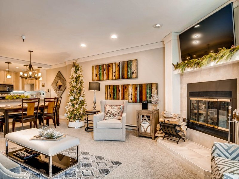 Modern Mountain Comfort ~ Decorated for the Holidays