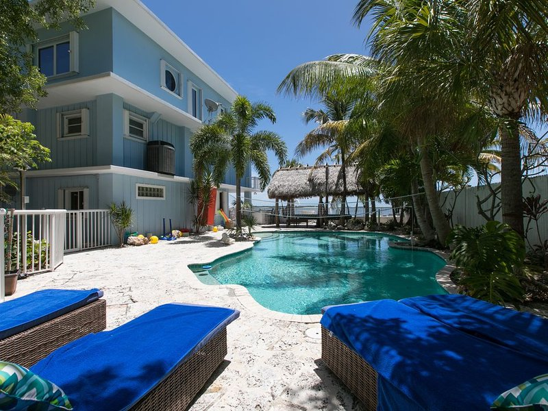 Ocean Front with large heated Pool & Hot Tub 5Br/4B 32 foot boat on property., vacation rental in Tavernier