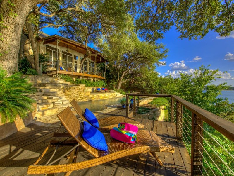 Lake Travis Austin Lakefront house w/ pool, hot tub, dock & optional guest house, holiday rental in Liberty Hill