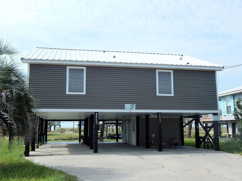 Wonderful Family Friendly Home on Canal - Only Steps to the Gulf of Mexico, holiday rental in Dauphin Island