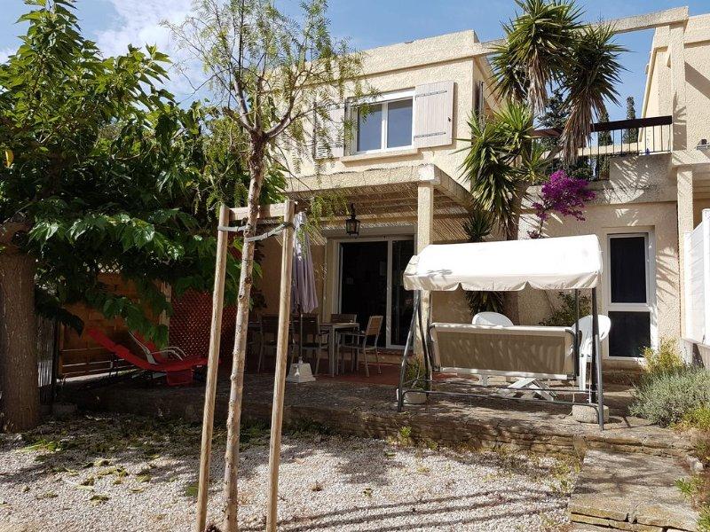 Classée 3 étoiles. Petite maison au calme avec jardin dans lotissement clos., holiday rental in Six-Fours-les-Plages