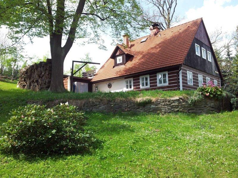 Ferienhaus mit Kamin und Terrasse, vacation rental in Krkonose National Park
