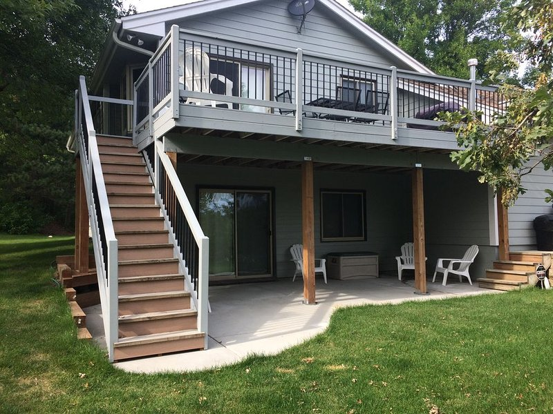 Sleeps 10 4BR 3 Bath Home  4 acres Long term available, holiday rental in Victoria