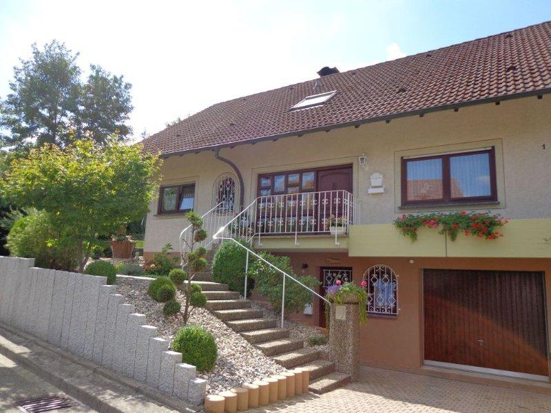 Ferienwohnung 1, 55qm, 1 Schlafzimmer, 1 Wohn-/Schlafzimmer, max. 5 Personen, casa vacanza a Boetzingen