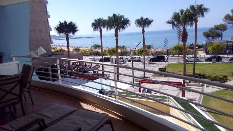 BEAUTIFUL APARTMENT ROOMS 1ou2 FACE THE SEA WITH BEAUTIFUL TERRACE, aluguéis de temporada em Portimão