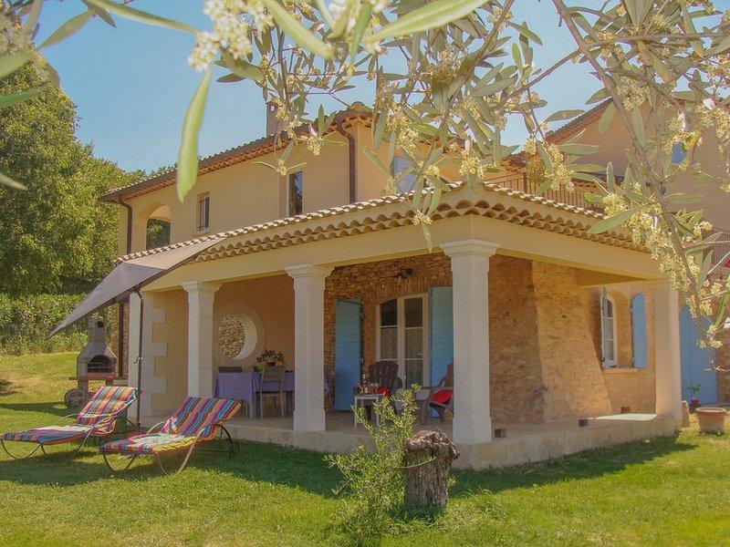 Gite dans Mas Provençal, tout confort, climatisé, avec piscine, location de vacances à Cavillargues