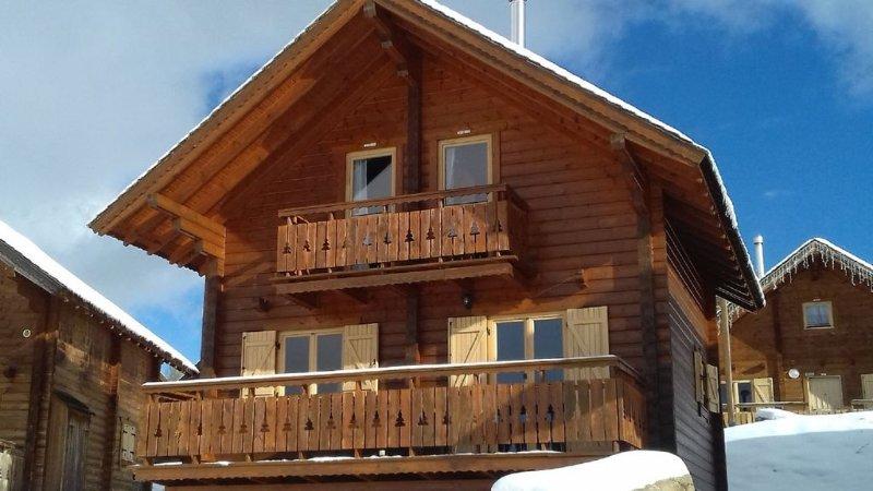 Chalet grand confort 8 personnes 4 étoiles  avec piscine , vue panoramique, alquiler de vacaciones en Le Devoluy