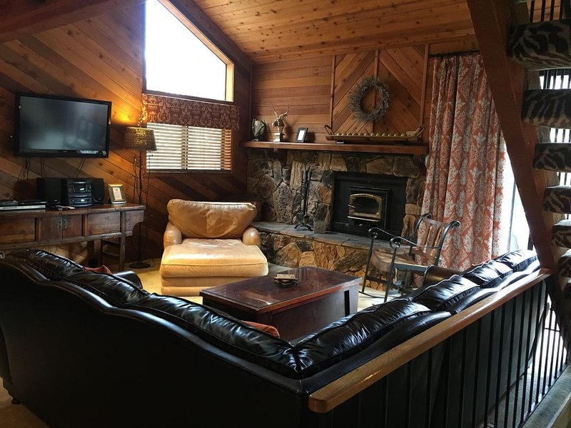 Beautiful Mammoth Condo.  Just 1 mile from Eagle Express/Chair 15!, alquiler de vacaciones en Lagos Mammoth