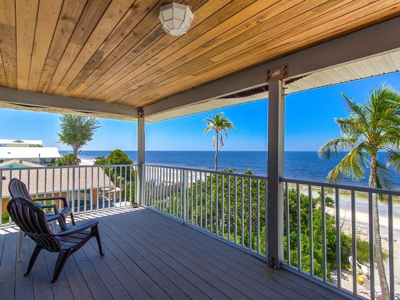 Your Vacation Home on PRIVATE Beach (side A), casa vacanza a Englewood