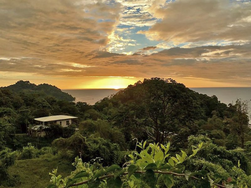 Spend your vacation in the luxury home seen on HGTV's House Hunters Int'l !, alquiler vacacional en Parque Nacional Manuel Antonio