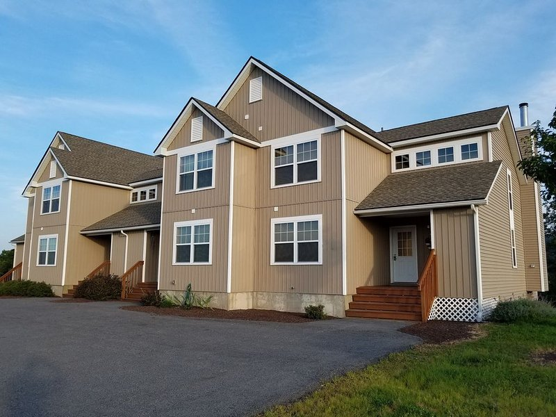 Brand New Luxury Home With Spectacular Views of the slopes at Camelback, holiday rental in Pocono Manor