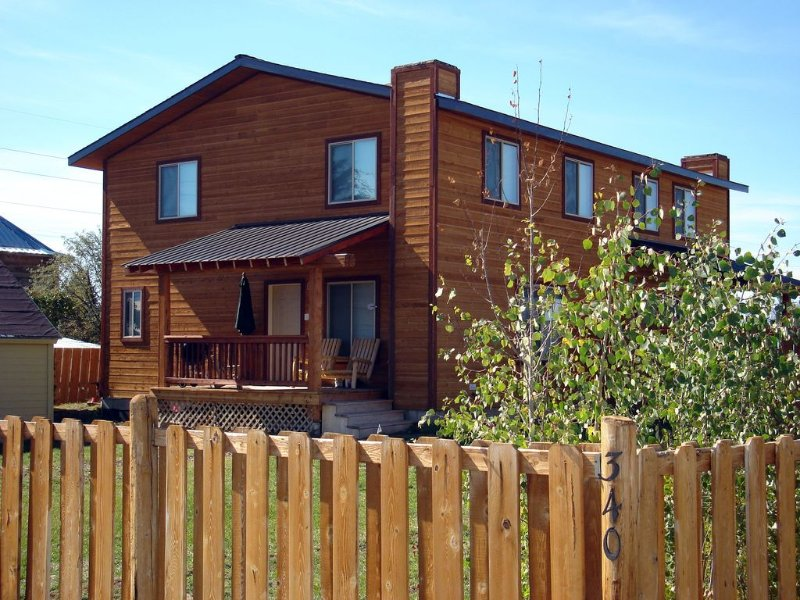 Your base for any season in Teton Valley! Centrally located in Driggs!, holiday rental in Driggs