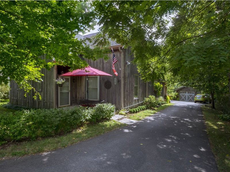 Charming Cottage Conveniently Located In The Heart Of Horse And Bourbon Country, location de vacances à Lawrenceburg