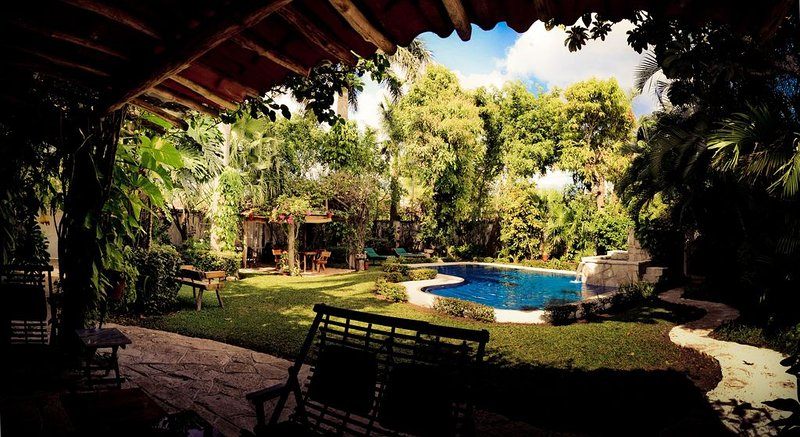 Private Oasis - Luxury 3BR/3BA Villa with Garden and Pool, vacation rental in Cozumel