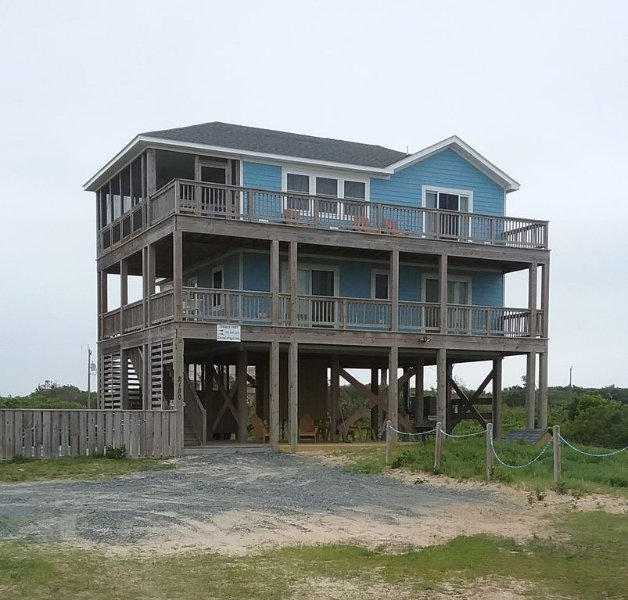 Summer Paws - Summer Paws with 3 BR, 2.5 baths, lots of decking, private pool and hot tub.
