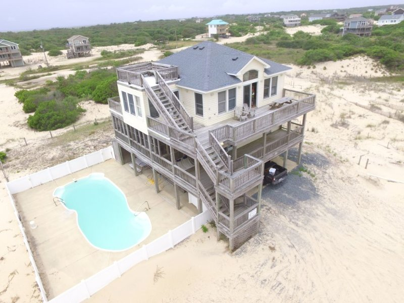 High lot Ocean/Sound Views! *Pool Hot tub Pool table Game room 2nd frig 4x4, alquiler de vacaciones en Corolla