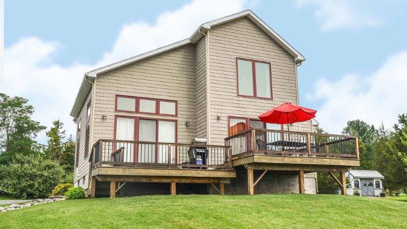Seneca Knoll:'Gorgeous Custom-built Home with Seneca Lake Views', alquiler de vacaciones en Ovid