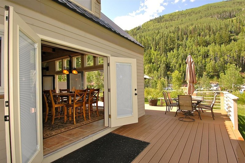 Spacious Condo, Riverfront Deck | Viking Lodge 100A, Ferienwohnung in Telluride