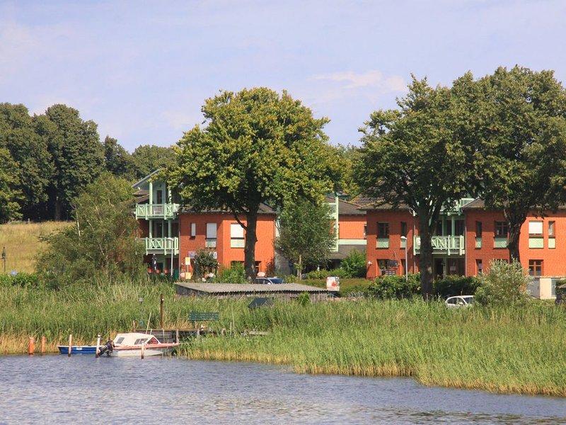 2-Zi- Ferienwohnung in idyllischer Lage am Wasser; Yachthafen in der Nähe (300m), casa vacanza a Neuensien