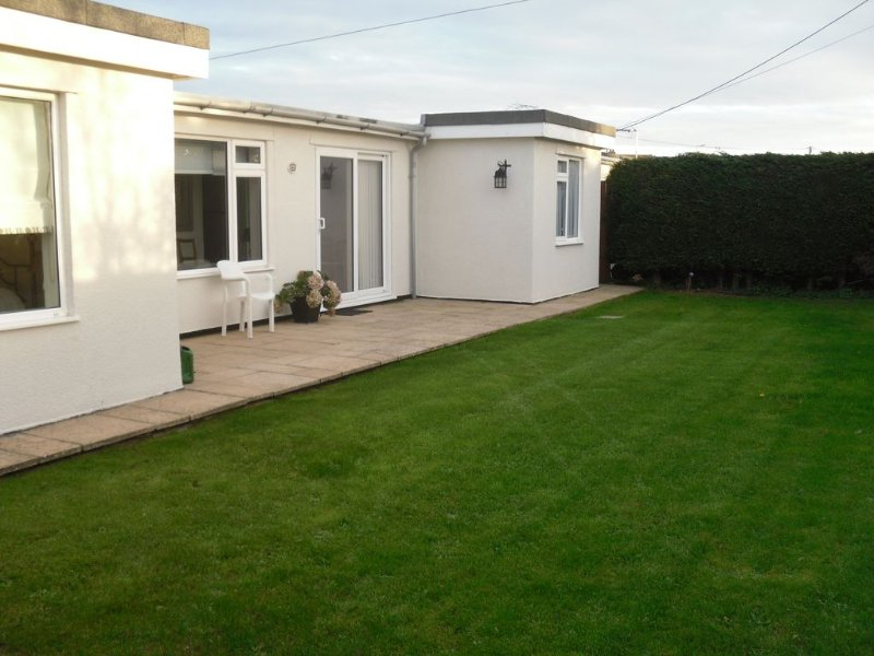 Spacious & Modern Bungalow By The Sea, New Romney, Hythe & Dymchurch, Ferienwohnung in Burmarsh