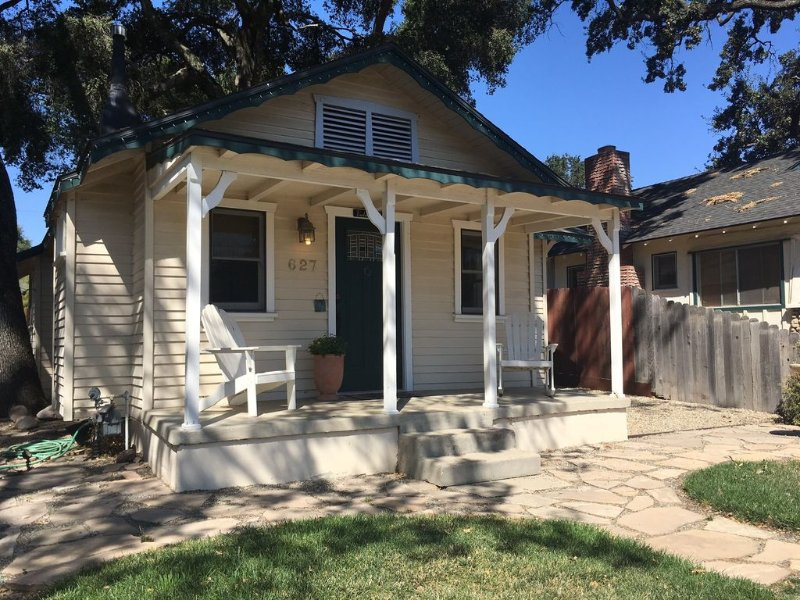 Historic 1918 Craftsman with Easy Walk to Downtown Square, holiday rental in Paso Robles