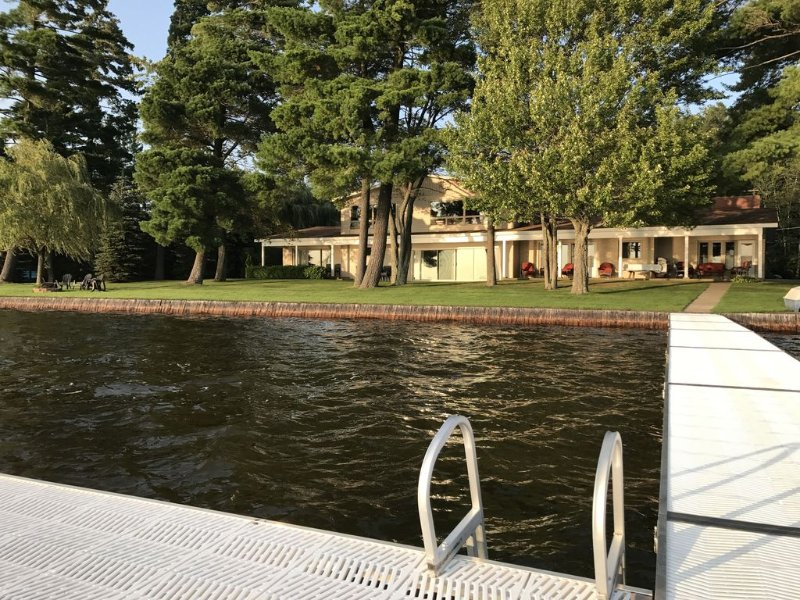 Executive 4600 sq. ft. Lakefront Estate  on Lake Mitchell in Cadillac, Michigan, alquiler de vacaciones en Lake City
